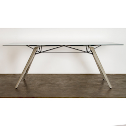 Nuevo Clear Kahn Dining Table